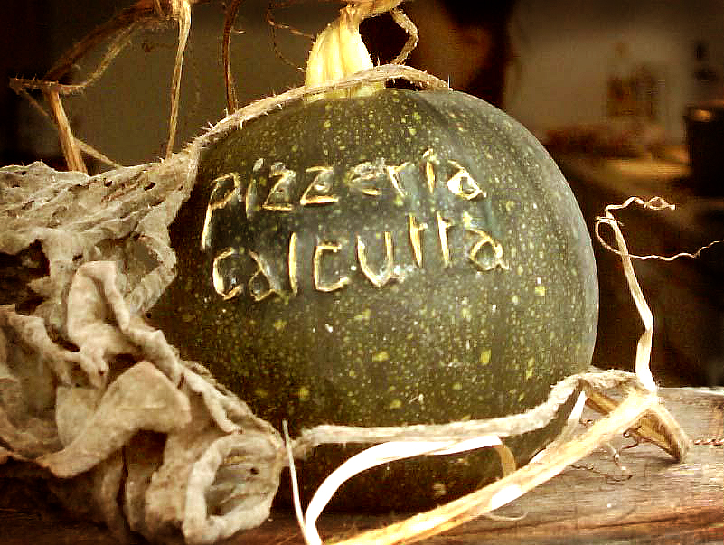 PIZZERIA CALCUTTA -  cicatrizations on pumpkin